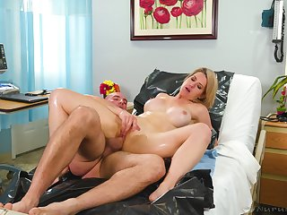 Blonde woman gets fucked by her doctor during a gyno control