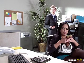 Sex on a catch office meals with Latina secretary Selena Santana