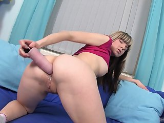 Amateur blonde hew prepares her ass with a dildo for anal coition