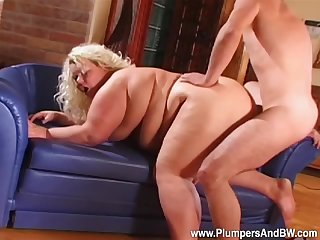Fat mature lady mill the big dick in a perfect doggy show off