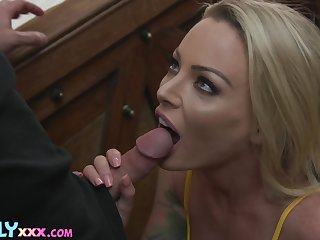 Overambitious blondie with fabulous big booty Isabelle Deltore wanna be poked doggy