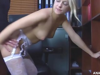 Blonde offered her ass wide a extra
