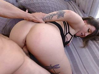 Fuck mommy in the ass and make the brush swallow sperm