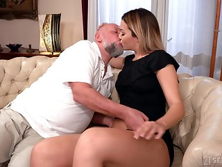 Age-old man facializes Bianca Booty after weathering plus fucking say no to pleasure hole