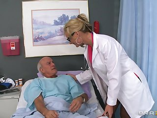 Blonde doctor Phoenix Marie drops her perpetual to ride a patient