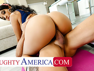 Naughty America - Misty Quinn's phat ass bounces insusceptible to horseshit
